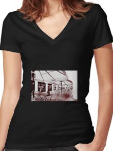 Street Cafe - Exeter Women's Fitted V-Neck T-Shirt
