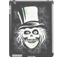 HATBOX GHOST WITH GRUNGY HAUNTED MANSION WALLPAPER iPad Case/Skin