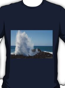 Crashing Wave At Kiama T-Shirt
