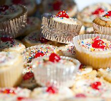 Cupcakes! by Liza Kirwan
