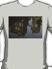 Starting to Rain - Amsterdam Canal Houses Reflected T-Shirt
