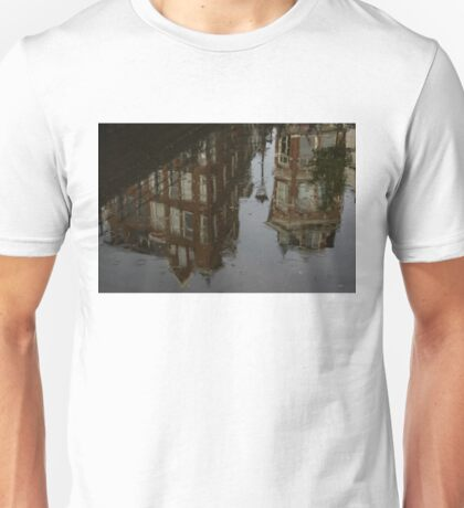 Starting to Rain - Amsterdam Canal Houses Reflected Unisex T-Shirt