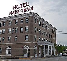Mark Twain Hotel, Hannibal, Missouri, Usa by Margaret  Hyde