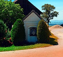 Traditional wayside chapel ensemble by Patrick Jobst