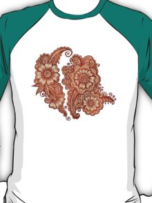 Ethnic henna pattern in Indian style T-Shirt