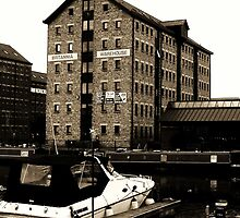Brittania Warehouse, Gloucester Docks by artfulvistas