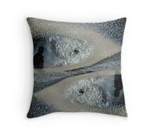 Eye's devil Throw Pillow