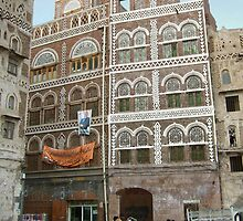 Symbols on the wall (29) - a little square in Sanaa by Marjolein Katsma