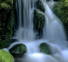 Waterfall by ibphotos