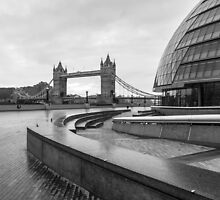 LONDON 04 by Tom Uhlenberg
