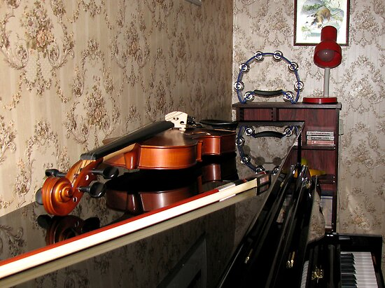 Violin on top of Piano by BlueMoonRose