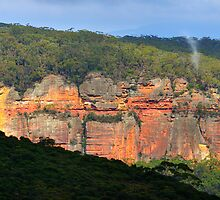 Kanimbla Cliffs, Blue Mountains by bevanimage