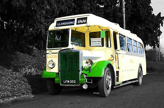 Vintage Bus by Rob Hawkins