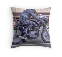 Benelli ... ready to sprint, Teretonga Throw Pillow