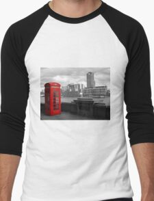 Traditional Red Telephone Box on Thames Embankment Men's Baseball ¾ T-Shirt
