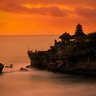 Pura Tanah Lot by RONI PHOTOGRAPHY