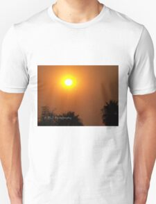 Orange morning sky from wildfire, 10/23/2007 9:30 am, Carlsbad, California Unisex T-Shirt