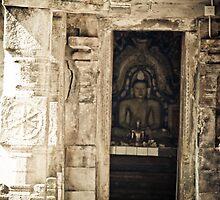 Buddha statue at Ridi Vihara by Chaminda Subasinghe