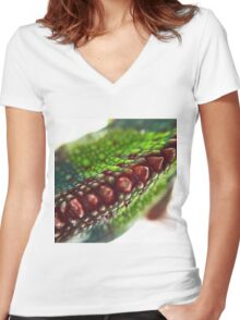 Panther Chameleon Macro Women's Fitted V-Neck T-Shirt