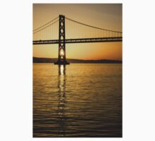 Framing the Sunrise at San Francisco's Bay Bridge in California Kids Clothes
