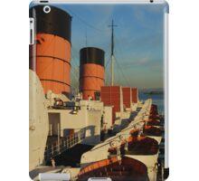 1930's cruise ship at sunset iPad Case/Skin