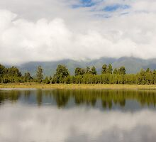 Reflection on Lake Metheson by whoalse