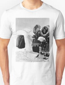 BW USA Alaska igloo builders 1970s T-Shirt