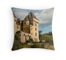 Chateau near la Roque-Gageac Throw Pillow
