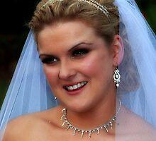 Laura by KeepsakesPhotography Weddings