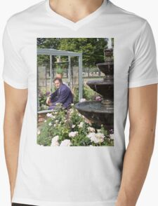 Monty Don At RHS Hampton Court Palace Flower Show 2015 Mens V-Neck T-Shirt