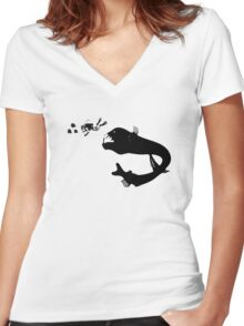 Diving for pleasure Women's Fitted V-Neck T-Shirt