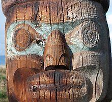 Pacific North West Totem Pole by andrewm
