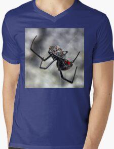 ©NS Latrodectus Mactans-Manducatio IA. Mens V-Neck T-Shirt