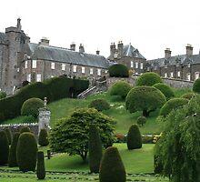 Drummond Castle by rhallam