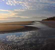 Early winter morning on a Nelson beach by Duncan Cunningham