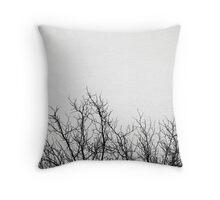 bäume im schnee Throw Pillow