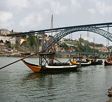 Ponte Luis 1 bridge Oporto Portugal by Paul Pasco