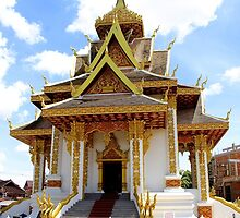Shiny Wat - Vientiane, Laos. by Tiffany Lenoir
