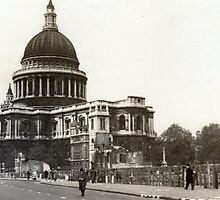 St Paul's Cathedral in the 1940s by mokacat