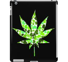 Love and Weed - Love and Pot - Weed leaf with green hearts Pouch iPad Case/Skin