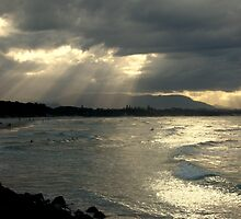 Byron Bay by Louise Linossi Telfer