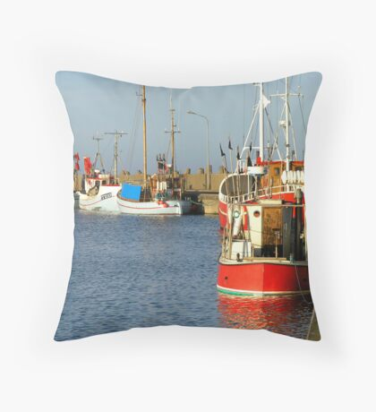 Cutters i habor Throw Pillow