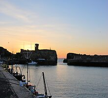 Sunset at Dunbar Harbour by Lindamell