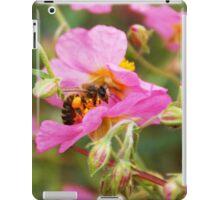 Honey Bee hard at work iPad Case/Skin