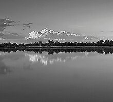 Reflections in black and white by gamaree L