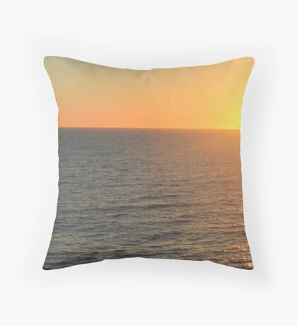 Now you see me ... Throw Pillow