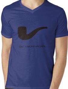 Ceci n'est pas une pipe. Mens V-Neck T-Shirt