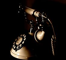 Old Fashioned Telephone by Matt Sillence