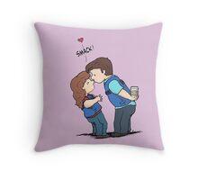 castle kiss Throw Pillow