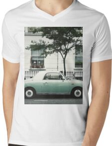 London Retro Car Mens V-Neck T-Shirt